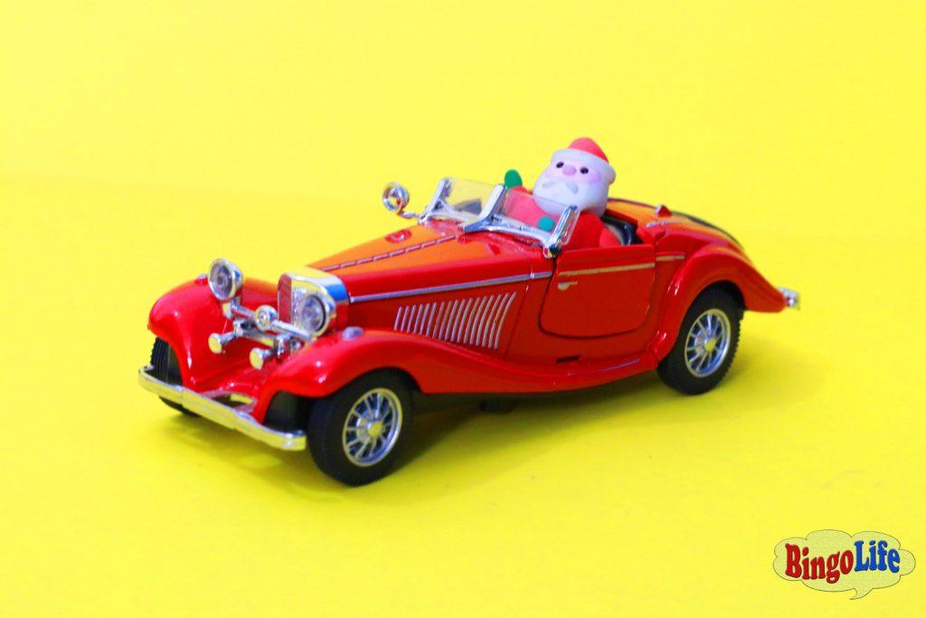 Santa Claus photos in red car